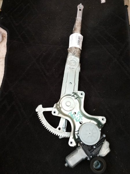 Стеклоподъемник Toyota Aqua NHP10 передний правый