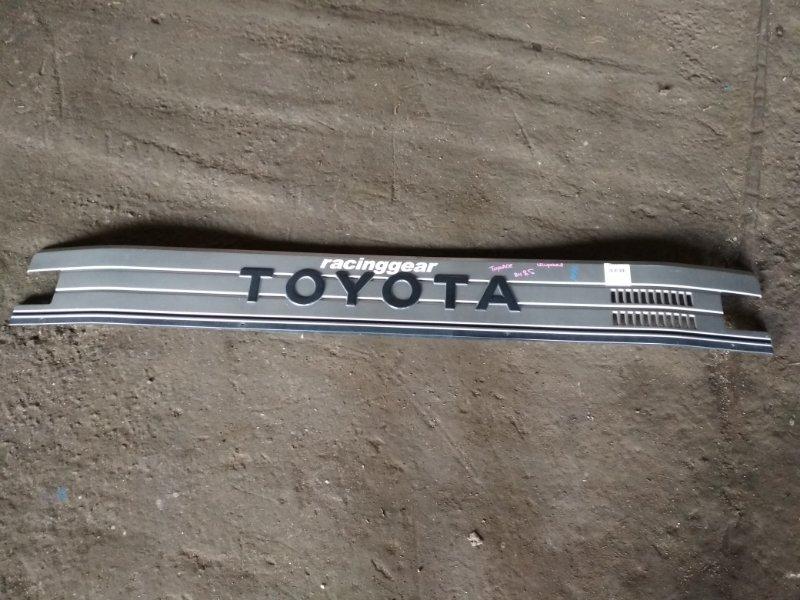 Решетка Toyota Toyoace BU85 передняя верхняя