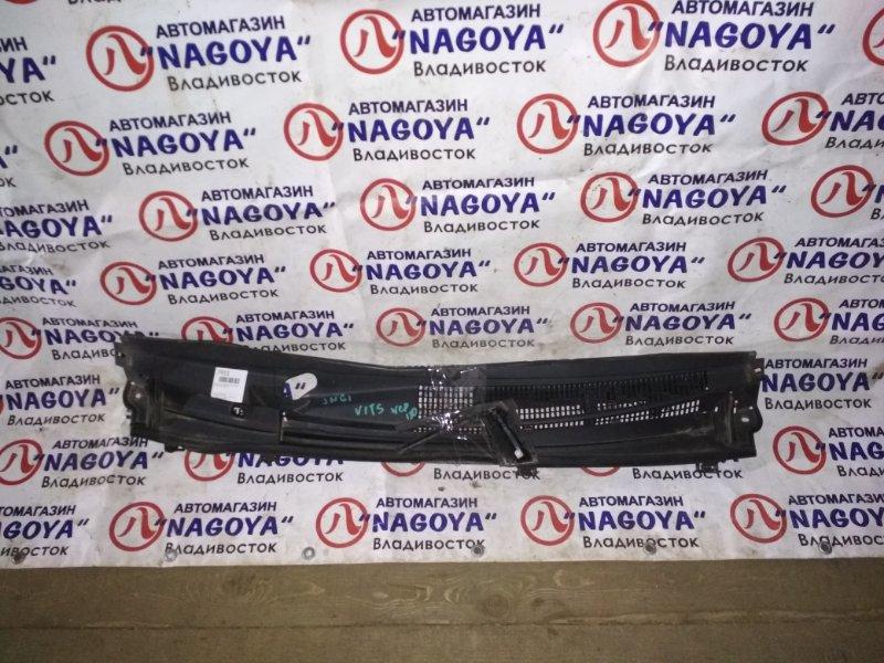 Решетка под лобовое стекло Toyota Vitz NCP130 передняя