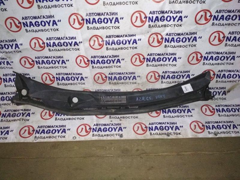 Решетка под лобовое стекло Toyota Noah AZR60 передняя