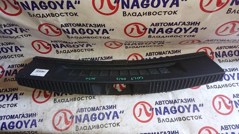 Пластик замка багажника Mitsubishi Colt Plus Z23W задний