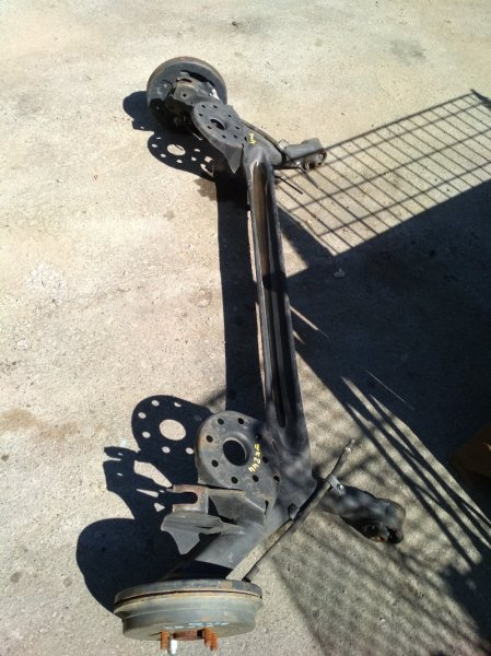 Балка со ступицами Toyota Belta SCP92 задняя