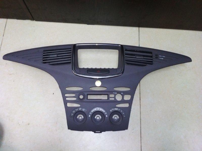 Консоль магнитофона Toyota Prius NHW10