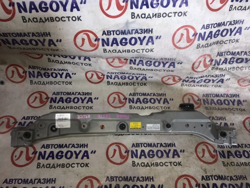 Планка телевизора Toyota Passo Sette M502E передняя верхняя