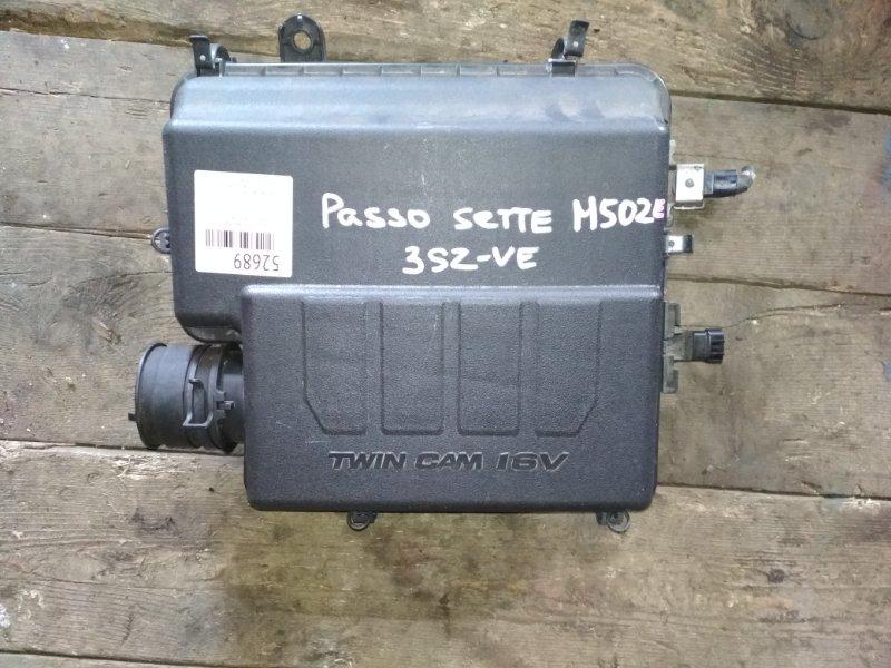 Корпус воздушного фильтра Toyota Passo Sette M502E 3SZ-VE