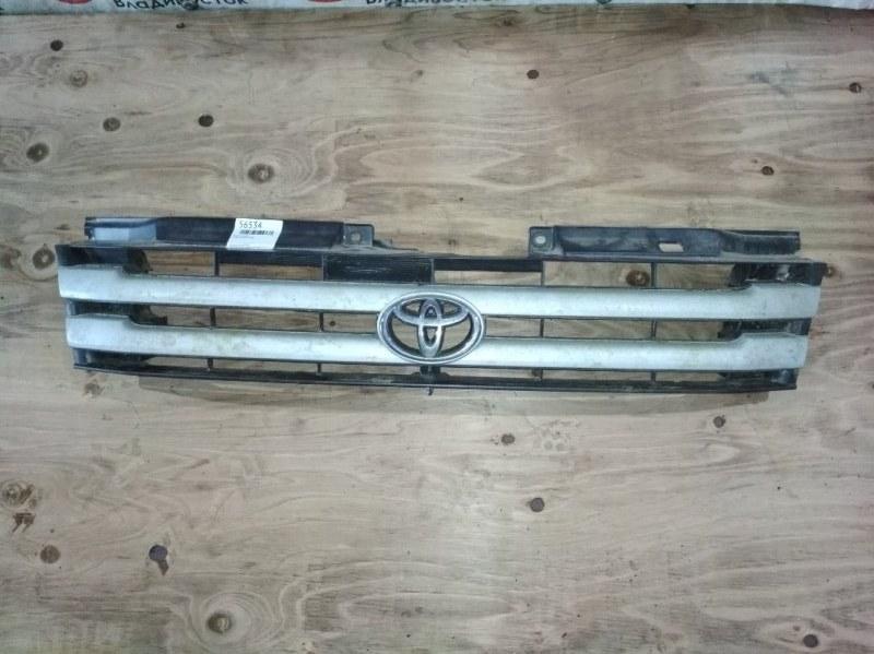 Решетка Toyota Noah SR40 передняя