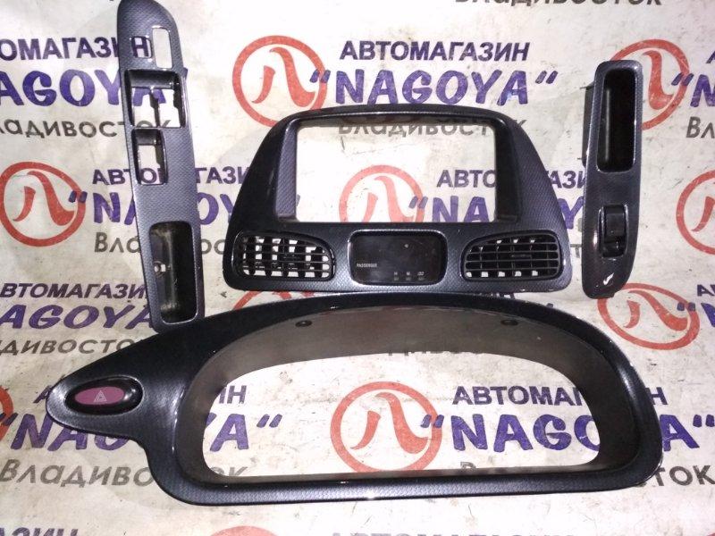 Консоль магнитофона Toyota Noah SR40 2 MODEL