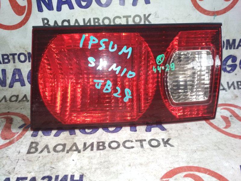 Стоп-вставка Toyota Ipsum SXM10 задняя правая 4429
