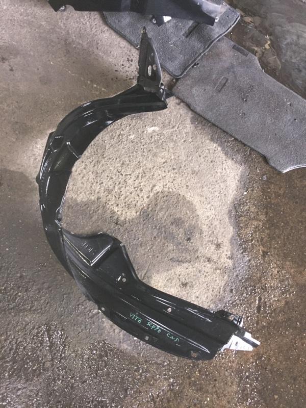 Подкрылок Toyota Vitz SCP90 передний правый