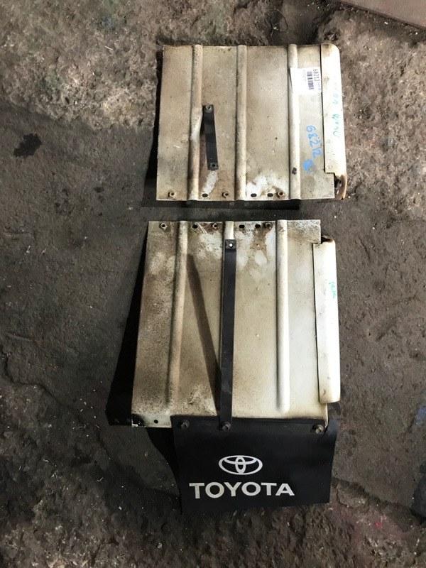 Брызговик Toyota Dyna YY121 задний правый