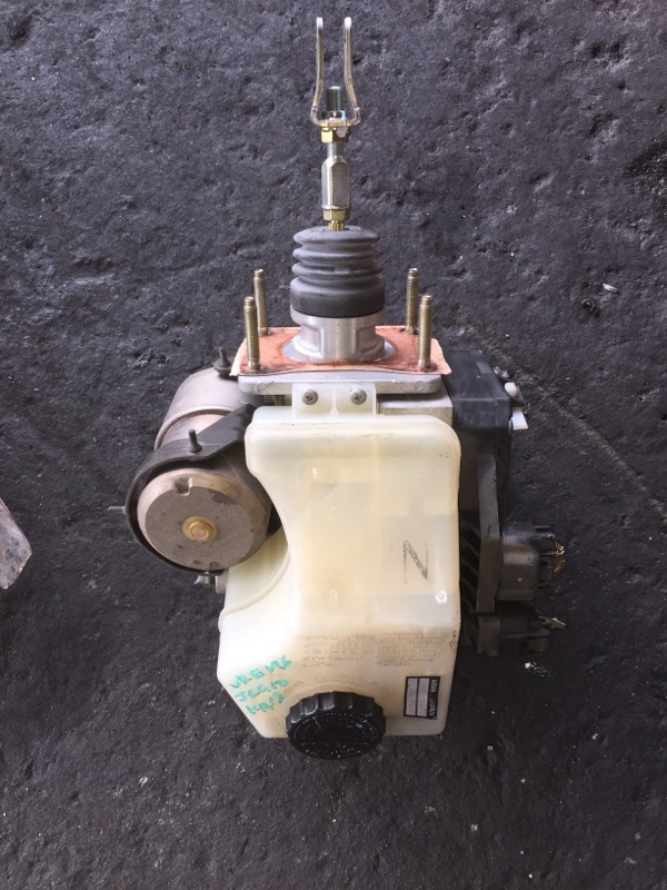 Главный тормозной цилиндр Toyota Brevis JCG10