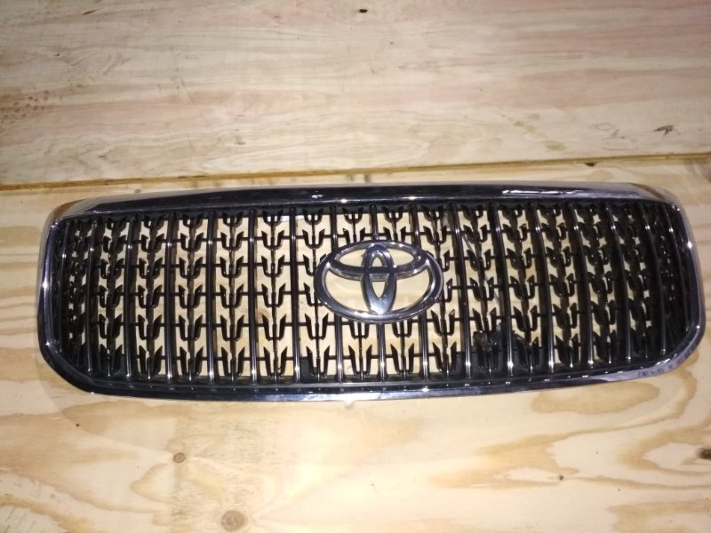 Решетка Toyota Crown Majesta UZS186 передняя 2 MODEL