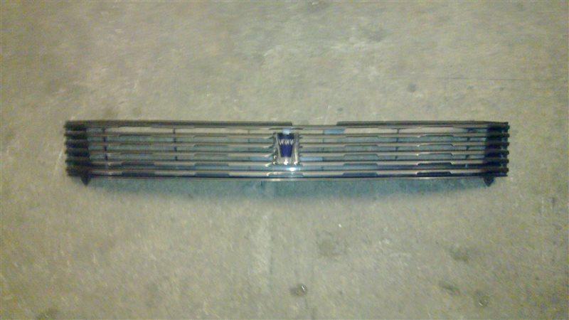 Решетка радиатора Toyota Voxy AZR60 2002