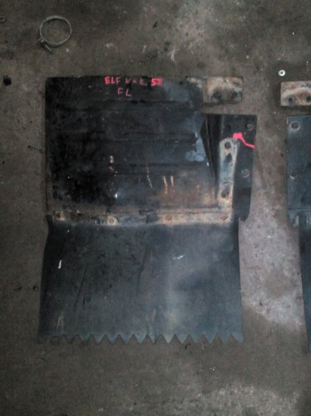 Брызговик Isuzu Elf NKR58ED 4BE1 1992 передний левый