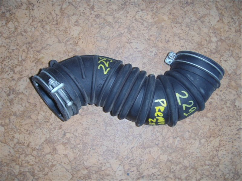 Патрубок воздушного фильтра Toyota Premio ZZT245 1ZZ-FE ст.115000229