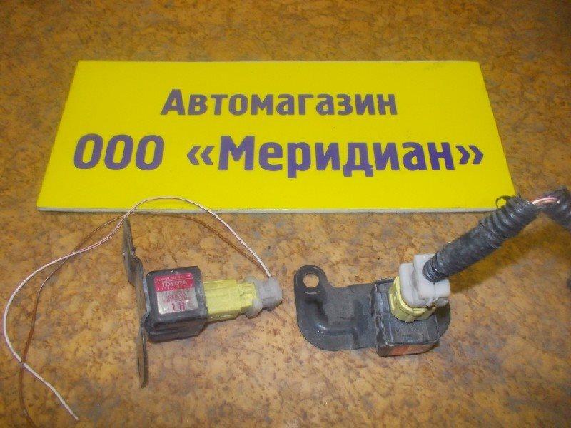 Датчик airbag Toyota ст.127000007