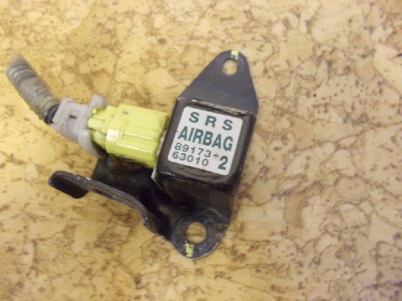 Датчик airbag Toyota правый ст.127000028