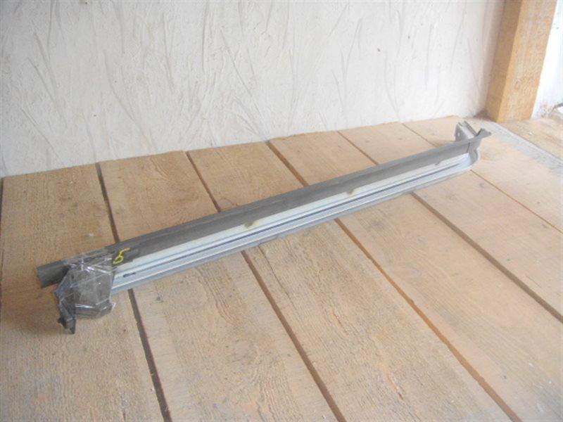 Полозья для сдвижной двери Toyota Voxy 60 левая ст.141000005