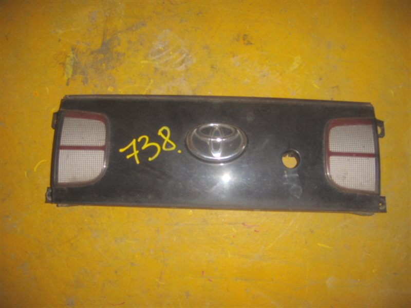 Вставка между стопов Toyota Trueno AE101 задняя ст.226000738