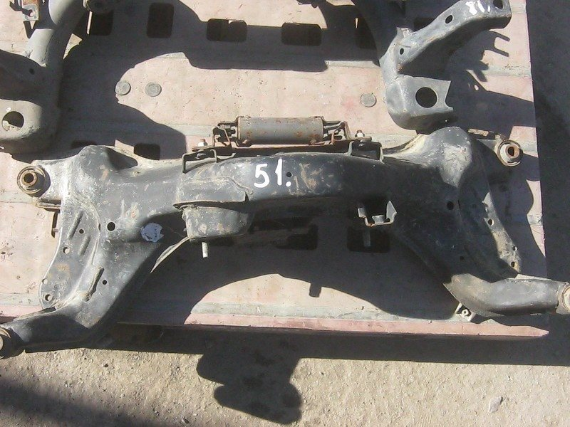 Балка подвески Nissan Serena 24 SR20DE задняя ст.272000051