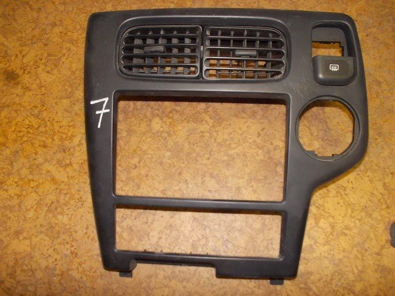 Консоль магнитофона Nissan Terrano R50 ст.283000007