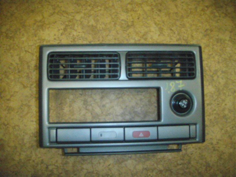 Консоль магнитофона Nissan Rasheen RFNB14 ст.283000187