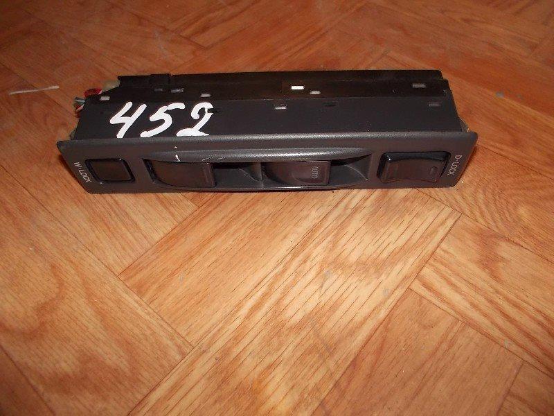 Блок упр. стеклоподьемниками Suzuki X-90 LB11S передний правый ст.285000452