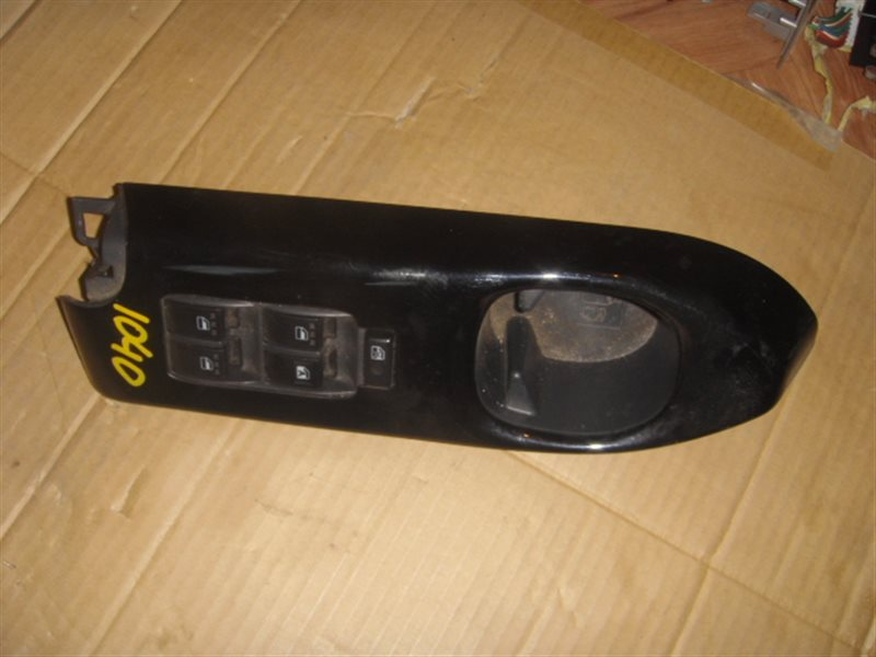 Блок упр. стеклоподьемниками Daihatsu Coo M411S передний правый ст.285001040
