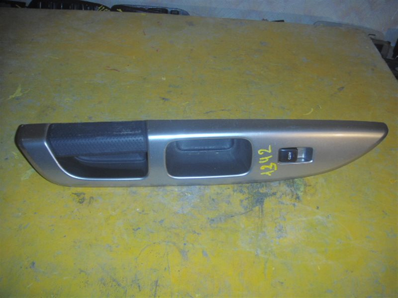 Блок упр. стеклоподьемниками Toyota Opa ZCT10 задний правый ст.285001342