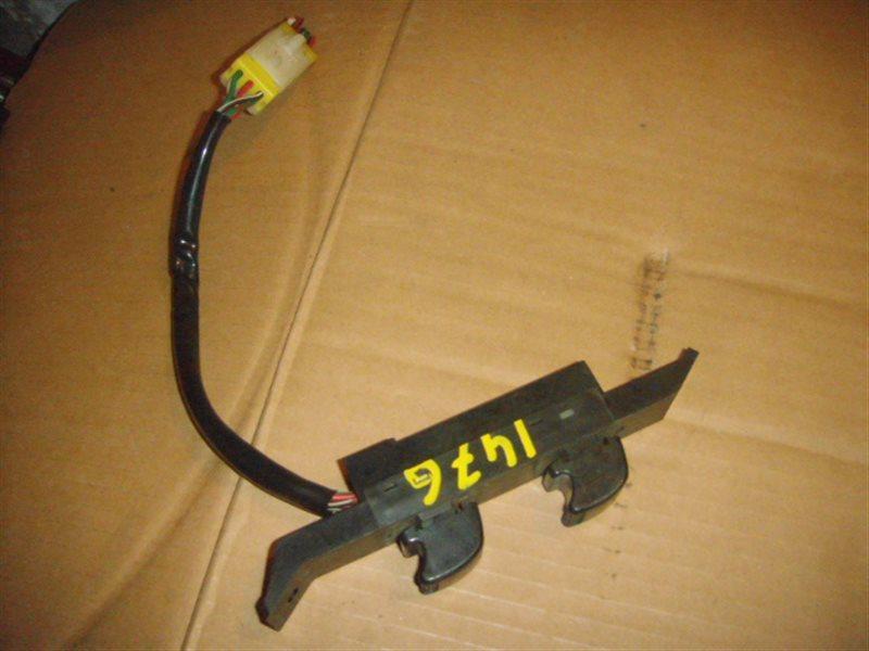 Блок упр. стеклоподьемниками Nissan Mistral R20 передний правый ст.285001476