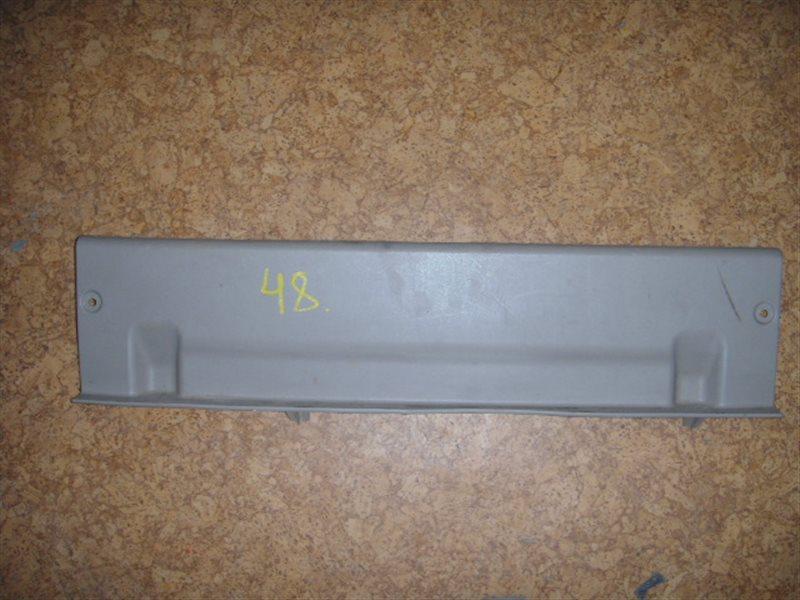 Накладка замка багажника Toyota Premio ZZT245 ст.305000048