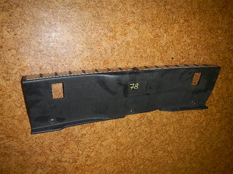Накладка замка багажника Toyota Altezza Gita ст.305000078