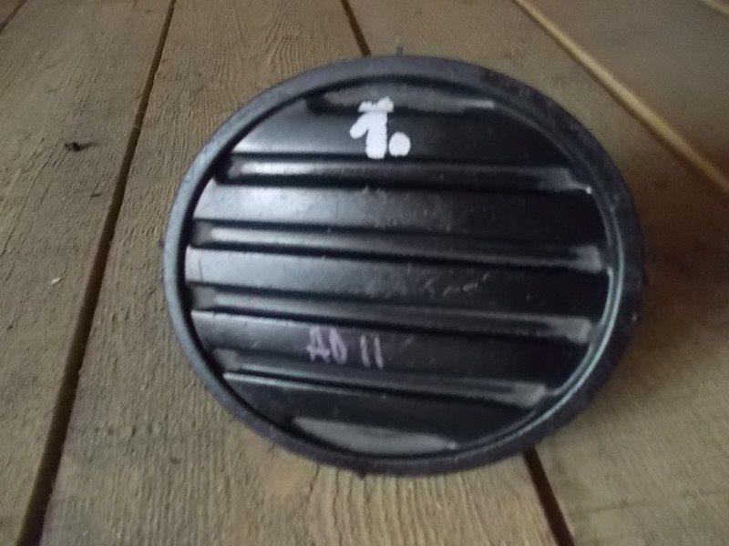 Заглушка бампера Nissan Ad 11 передняя правая ст.322000002
