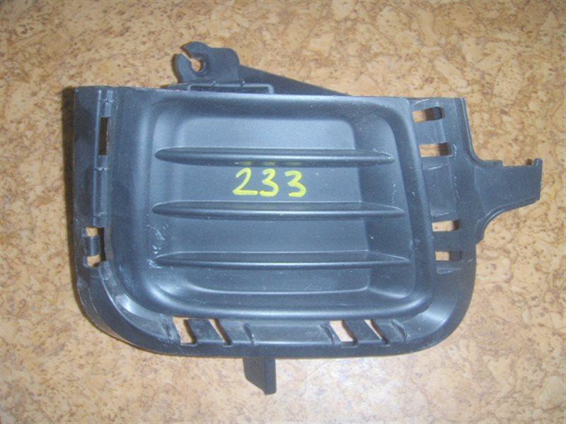 Заглушка бампера Toyota Aqua NHP10 передняя правая ст.322000233