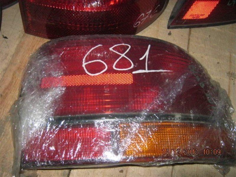 Стоп-сигнал Nissan Bluebird EU13 задний правый ст.801000681