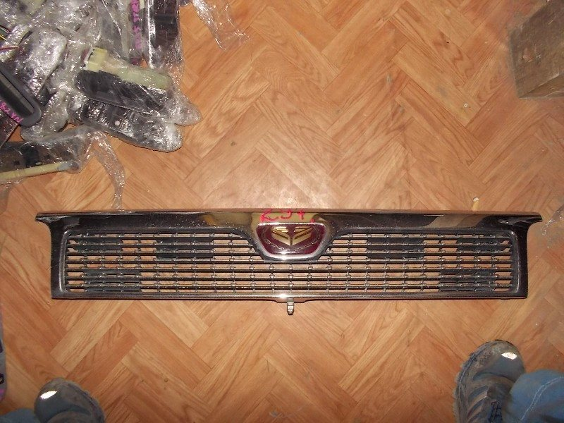 Решетка радиатора Nissan Caravan 24 ст.802000297