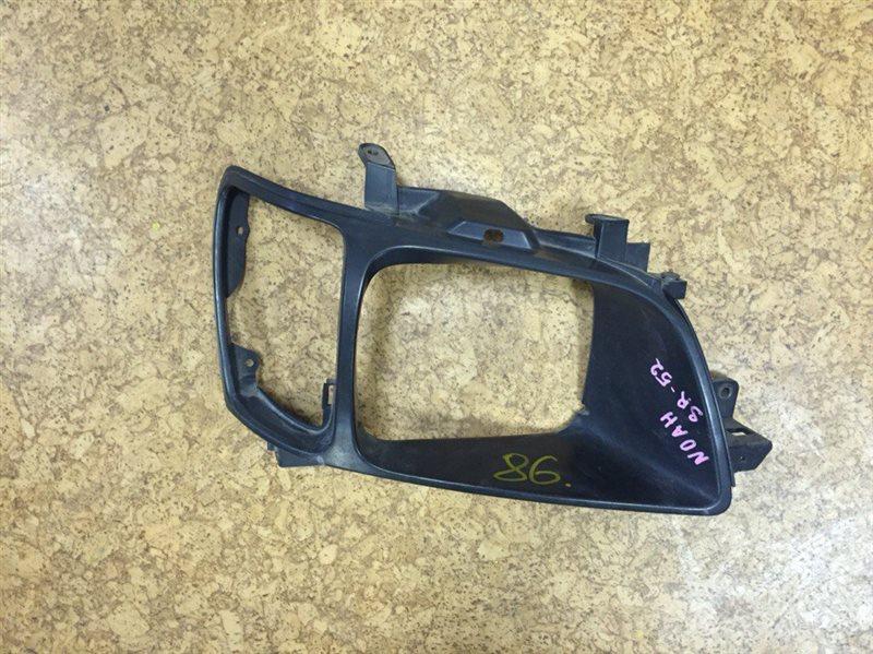 Планка под фары Toyota Noah KR42 правая ст.840000086