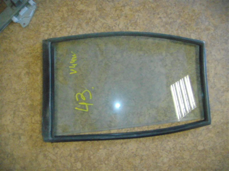 Форточка двери Mitsubishi Pajero V44W задняя правая ст.865000042