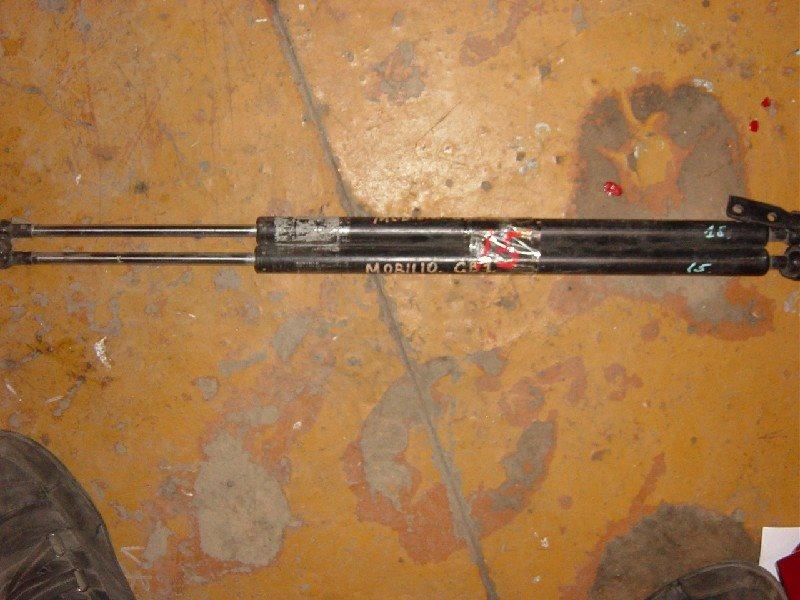 Амортизатор 5-ой двери Honda Mobilio GB1 задний ст.902000015