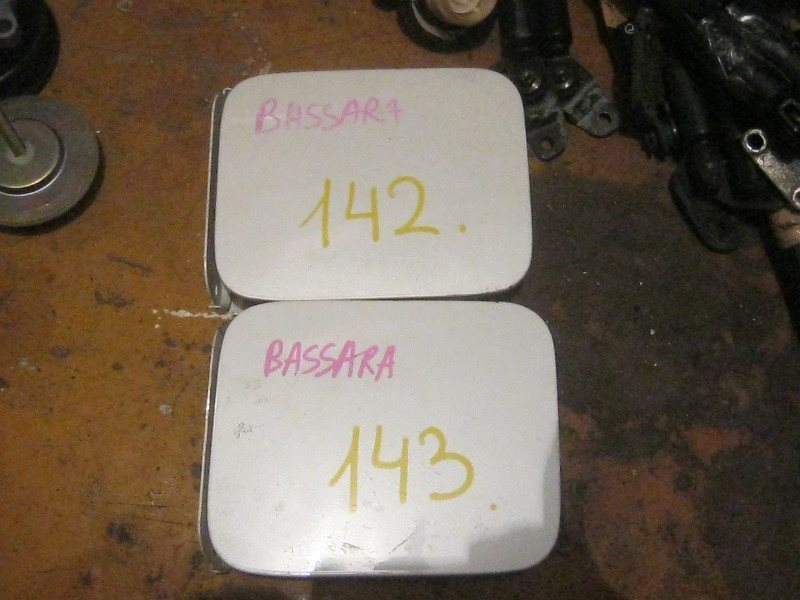 Лючок бензобака Nissan Bassara JNU30 ст.904000143