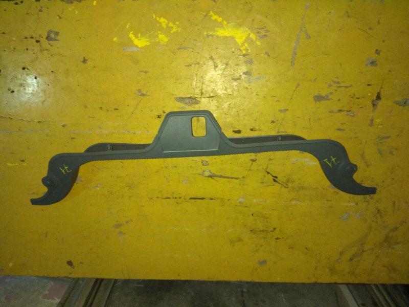 Накладка замка багажника Nissan Skyline 32