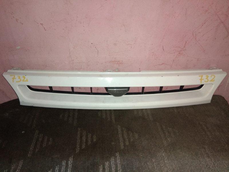Решетка радиатора Toyota Starlet EP82