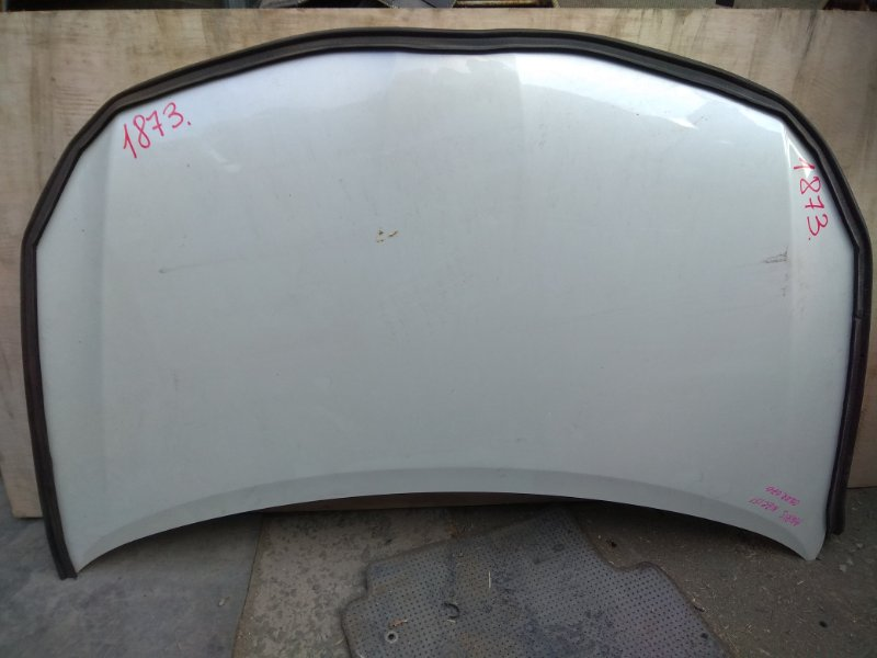 Капот Toyota Auris NRE150 передний