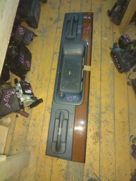 Вставка между стопов Mazda Bongo Friendee SGL5 задняя
