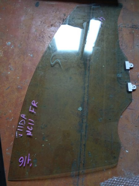 Стекло двери Nissan Tiida C11 переднее правое