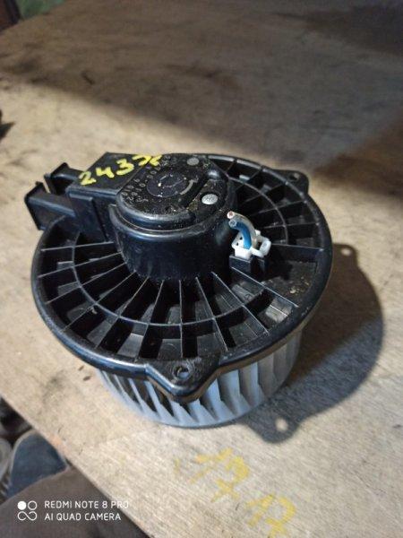 Мотор печки Toyota Isis ZNM10