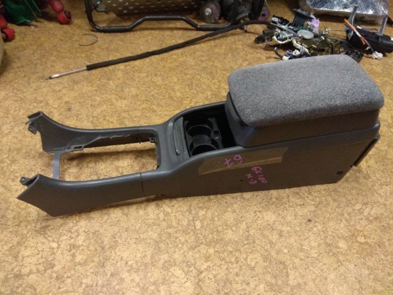 Бардачок между сиденьями Toyota Mark Ii GX100 1997