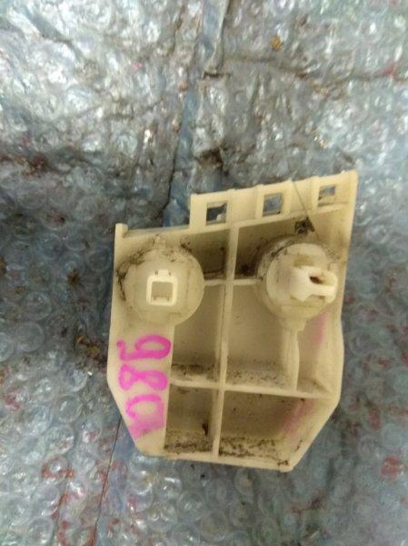Крепеж бампера Toyota Ractis NCP105 1NZ-FE задний левый