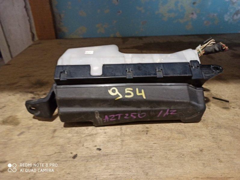 Блок предохранителей Toyota Avensis AZT250 1AZ-FE