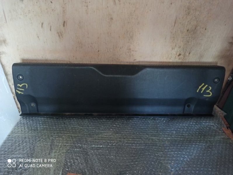 Накладка замка багажника Toyota Prius NHW10